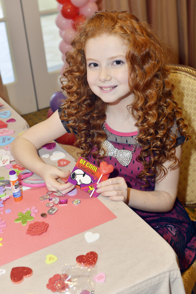 Francesca puts her heart into her Peanuts Galerie Valentine's cards, which are included in my giveaway along with extra foam hearts and jewels to enhance your card.